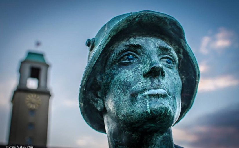 Kriegerdenkmal hinter dem Rathaus Spandau